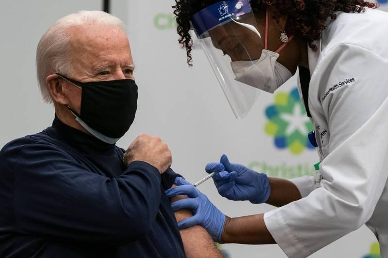 拜登公開接種輝瑞疫苗。(法新社)
