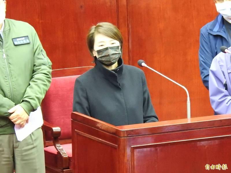 台北市副市長黃珊珊今下午表示,礙於中央未授權,市府無法證實足跡地點,「我也很痛苦」,懇請議員別為難。(記者鄭名翔攝)