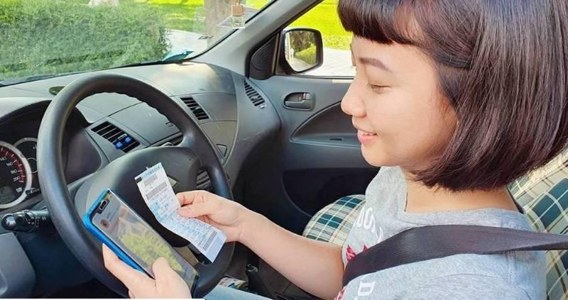 新北市路邊停車行動支付「滿2送5、新用戶再享88折」優惠活動加碼延長至明年底,明年元旦起加入行動支付繳費的新用戶,再享前3個月(90天)每筆路邊停車費88折優惠。 (交通局提供)