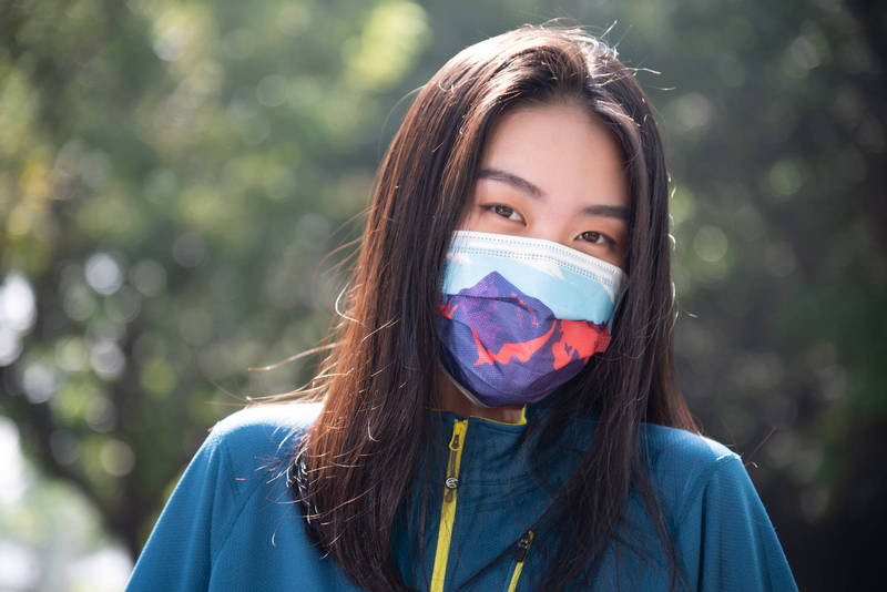 國內防疫隨著本土案例再出現拉警報,口罩品牌艾司鉄克推出台灣百岳系列主題口罩,象徵「護國神山」,結果大受青睞。(聚茂生計提供)