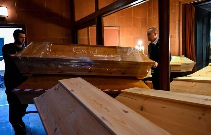德国殡葬业者指出,由于遗体数量实在太多,因此他们假日也得加班处理。(路透)(photo:LTN)