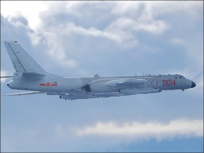 中国轰-6轰炸机(资料照,国防部提供)(photo:LTN)