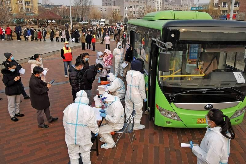 中國遼寧省武漢肺炎疫情重燃,大連市新增多例本土病例,當局緊急實施大規模病毒核酸檢測。(法新社)