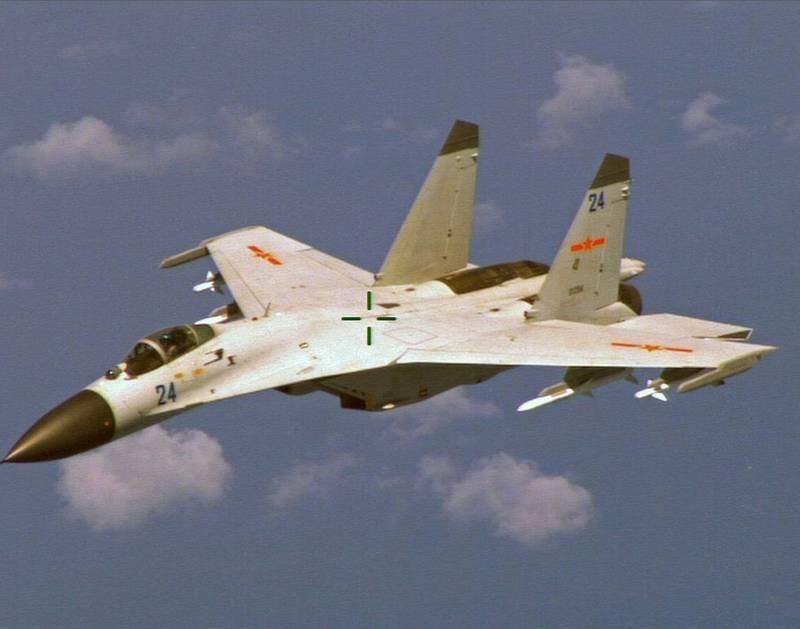 中國按照蘇-27機體所開發出來的殲-11B型戰鬥機,外傳已升級配載先進主動電子掃瞄陣列雷達(AESA)。圖為原版的殲-11B,機頭雷達罩塗成黑色。(路透)