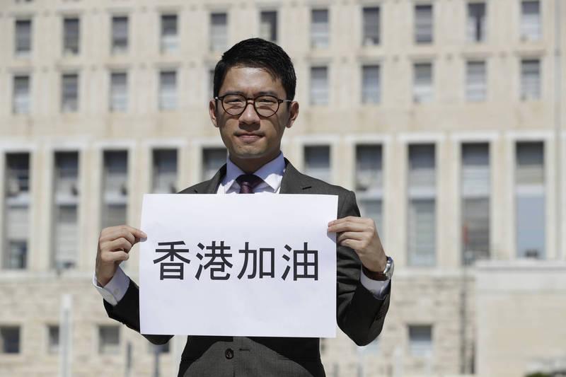 香港众志创党主席罗冠聪唿吁,多番坚定表明爱国立场的「向太」陈岚应言行一致,继续留在中国大湾区发展,余生与中国人共享大湾区的荣耀。(美联社)(photo:LTN)