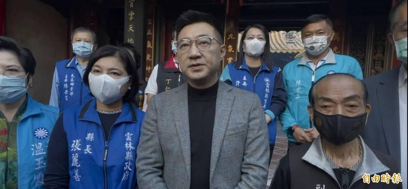 國民黨主席江啟臣(右2)批蔡政府「戲都不演了」。(記者林國賢攝)