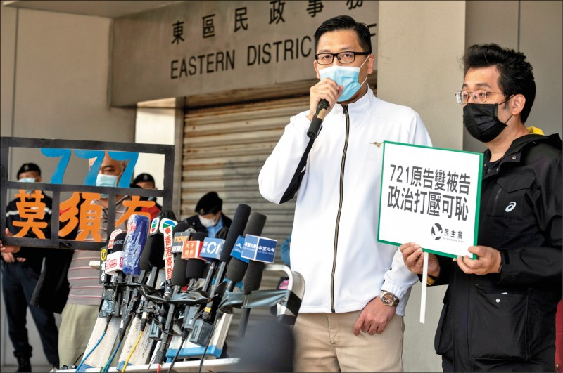 前香港立法會議員林卓廷廿八日下午前往東區裁判法庭聆訊,並在法庭外批評,廉政公署調查一年半以來,不僅未曾起訴任何一名警員,反而起訴投訴人與傷者。(歐新社)
