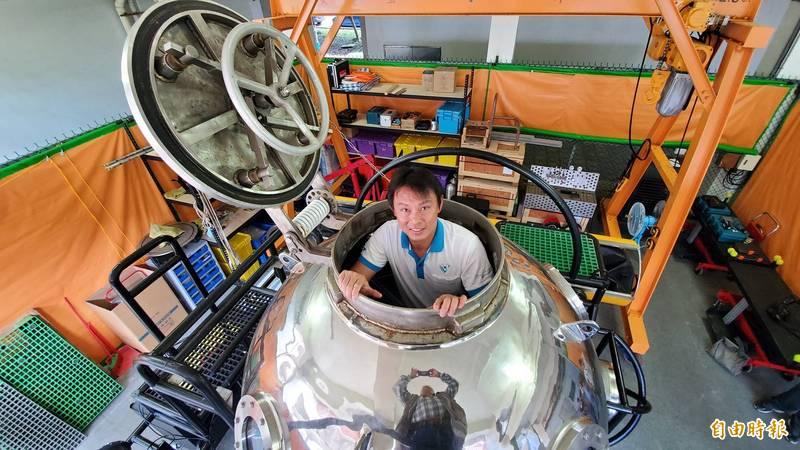 中山大學水下載具研發中心、國家實驗研究院研發的第一型雙載水下載具,載具從設計到研發全數MIT。(記者張忠義攝)