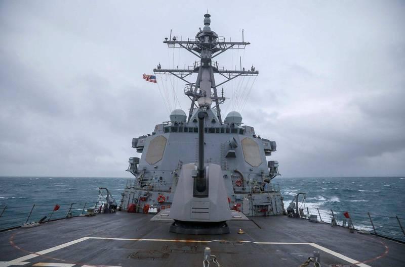 圖為美國海軍第七艦隊伯克級神盾驅逐艦馬斯廷號(USS Mustin DDG-89)通過台灣海峽。(資料照,圖擷取自第七艦隊官網)
