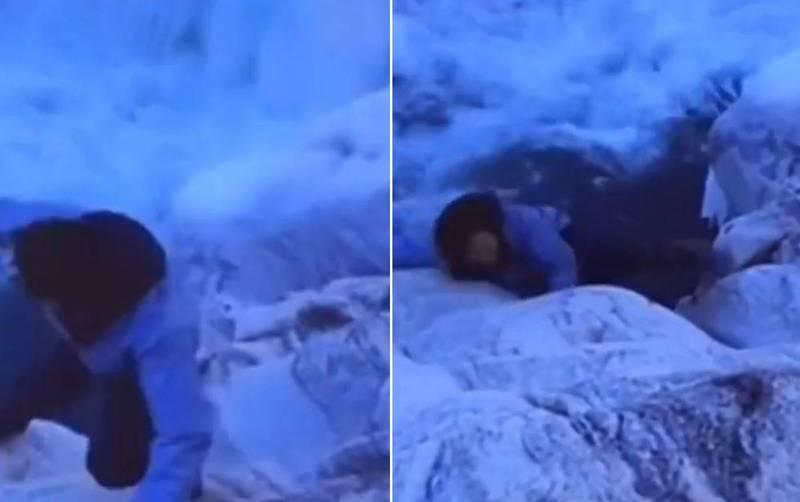 中國網紅「西藏冒險王」王相軍在跨越冰川時不慎失足,就這樣掉入湍急河水中。(圖翻攝自微博)