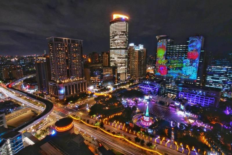 新北市政府宣布今年的歡樂耶誕城活動提前於今晚劃下句點。(觀旅局提供)