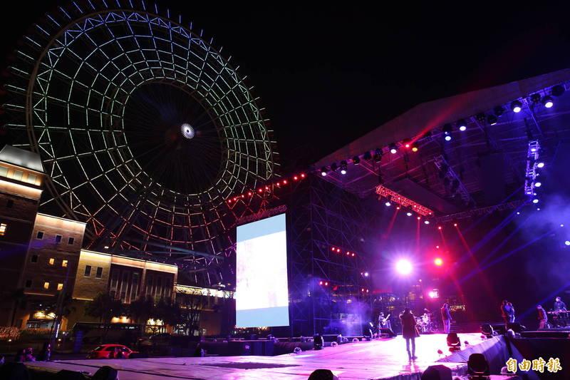 麗寶跨年雙演唱會,今夜密集彩排。(記者張軒哲攝)