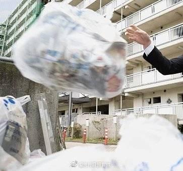 中國貴陽一名女子近期發生一件中指丟垃圾悲劇。示意圖。(圖擷取自微博)