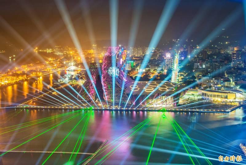 高雄市31日跨百光年改線上直播。三個舞台演出均不開放觀眾進場,蓬萊商港區、大港橋、高流戶外舞台區均將管制進入。(資料照,記者張忠義攝)