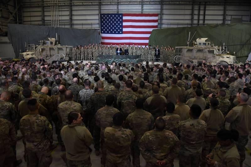 美國總統川普2019年11月視察駐阿富汗美軍。(法新社資料照)
