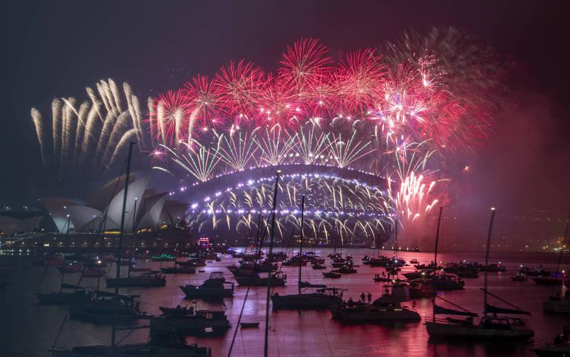 雪梨歌劇院與港灣大橋跨年海上煙火秀。(美聯社)