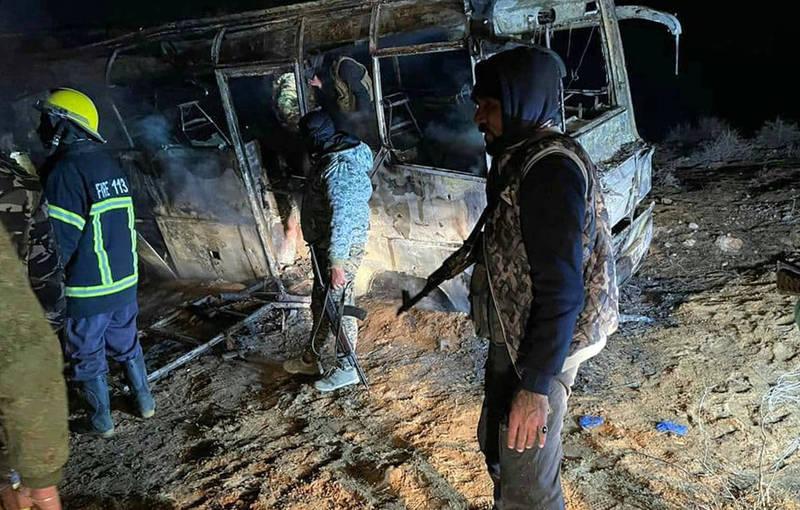 敘利亞巴士返回軍營途中遇襲,造成至少28名士兵死亡、12人受傷。(法新社)