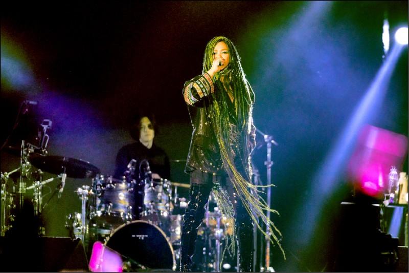 張惠妹回台東舉行跨年演唱會,人潮擠到看不到盡頭。(圖:聲動娛樂提供)