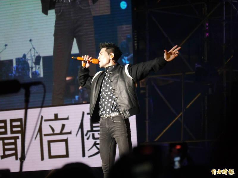 蕭敬騰在麗寶元旦演唱會賣力開唱。(記者張軒哲攝)