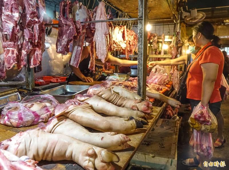 萊豬開放進口後,國產豬肉更受消費者喜愛,近日價格走俏,農委會強調目前豬肉供應沒有問題。(資料照)