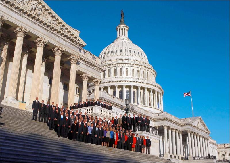 美國國會大廈位於首都華盛頓特區國會山,兩百多年的歷史建築,莊嚴宏偉。(路透檔案照)