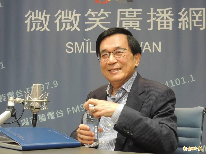 前總統陳水扁首度主持廣播節目,笑說第一次會緊張、會挫。(記者王榮祥攝)