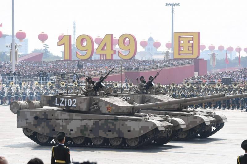 國防安全研究院提醒,中共對台認知作戰難區別平、戰時,且會消耗民主資源,國安單位應提防這種「沒有硝煙的戰爭」。圖為中國人民解放軍15式輕型坦克。(法新社資料照)