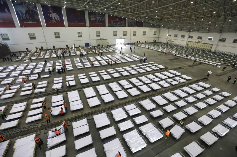 中國內蒙古因應疫情可能大規模爆發,擬建設43間方艙醫院。圖為武漢方艙醫院。(美聯社檔案照)