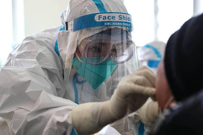 中國遼寧大連、瀋陽疫情告急,兩地也都發現傳染給多人的超級傳播者。(法新社檔案照)