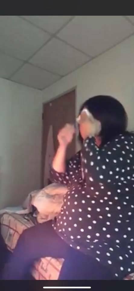 新竹馬桶產子李女被熱搜,8年生4子,但都未扶養,還是個直播主。(記者洪美秀翻攝)