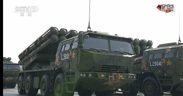 PCH191型箱式火箭炮武器系統,在2019年中國國慶閱兵式中首次亮相。(翻攝自央視新聞畫面)