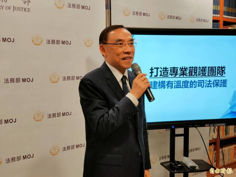 法務部長蔡清祥受訪時強調,調查人員積極處理,相信能夠查明真相。(記者吳政峰攝)