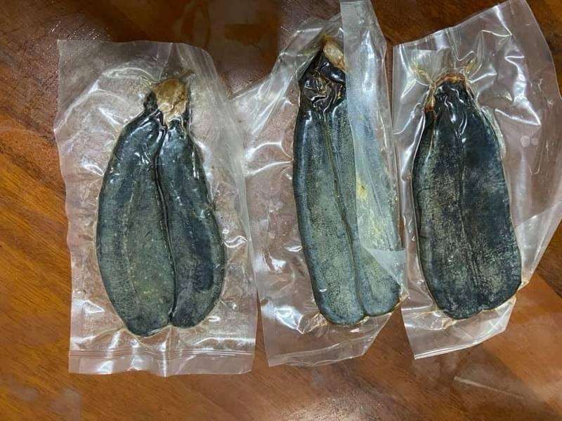 真空包裝的烏魚子放冰箱冷藏5年,變得黑到發綠。(圖取自爆怨公社)