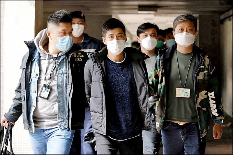 香港警方六日大舉逮捕民主派人士,圖為 香港民主運動者岑敖暉。(路透)