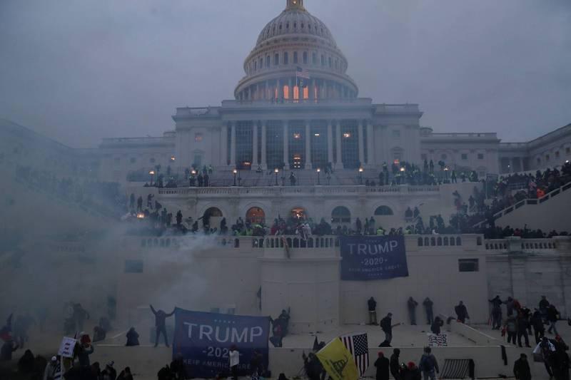 大批川粉闖入國會大廈,川普已動員國民兵應對。(路透)