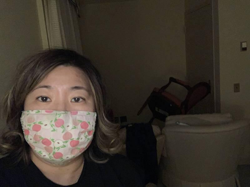 台裔美籍美國聯邦眾議員孟昭文(見圖)受訪時表示,當時她在國會山莊警察協助下躲到這處密閉房間,待了5小時之久。(擷取自Grace Meng推特)