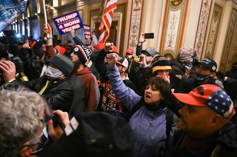 部分川普支持者闖入國會大廈。(法新社)