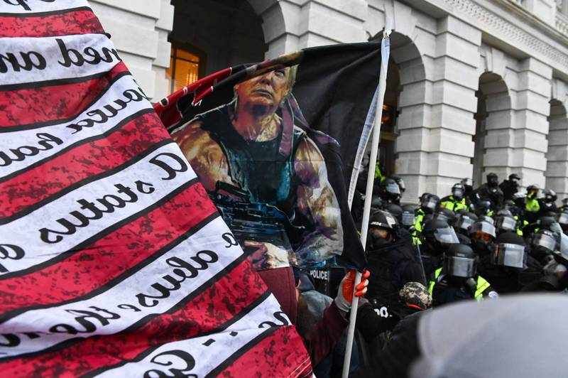 美國國會6日下午遭川普支持者攻占,已知造成4人死亡,是美國歷史中和平時期首度發生類似襲擊事件。(法新社)