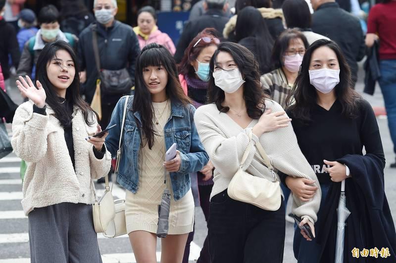 氣象局表示,本波寒流非常寒冷,民眾外出應穿著保暖。(資料照)