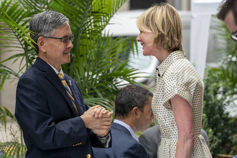 美國駐聯合國使團7日在官網上宣布,大使克拉夫特(右)將於13至15日訪問台灣。(美聯社資料照)