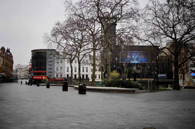 英國倫敦市長薩迪克(Sadiq Khan)今(8)日宣布,倫敦因醫療不堪負荷已經進入「重大事故」狀態。圖為倫敦市中心的萊斯特廣場。(法新社)