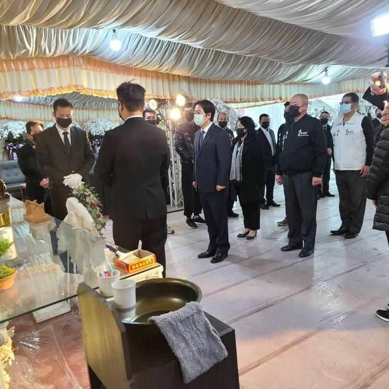 副總統賴清德今到嘉義市上香弔唁洪鴻彬。(蔡文旭提供)