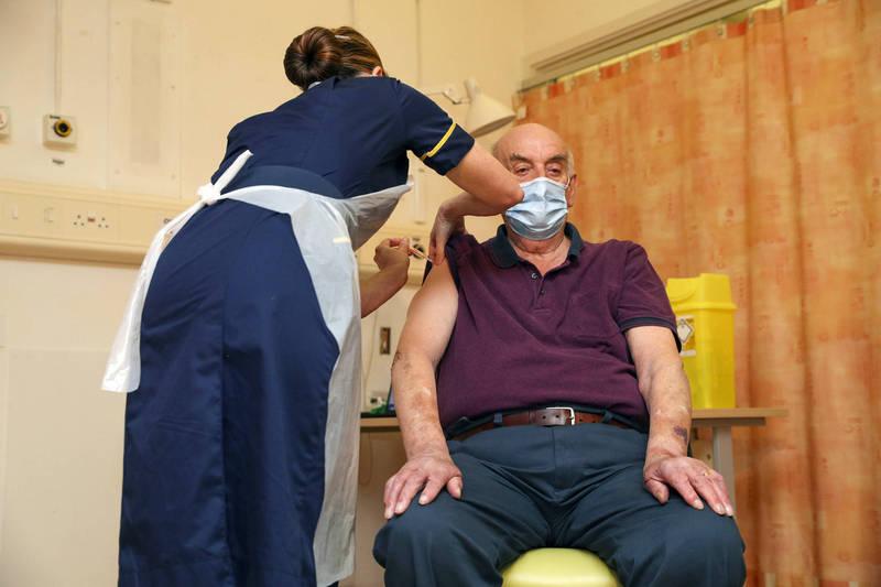 英國近日傳出多名長者拒絕接種外國製的疫苗,堅持要打「國產疫苗」。圖為示意圖。(美聯社)
