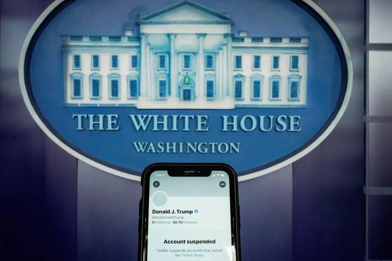川普推特帳號遭永久停用,8日晚間表示團隊正考慮在不久的將來建立自己的線上平台。(路透)