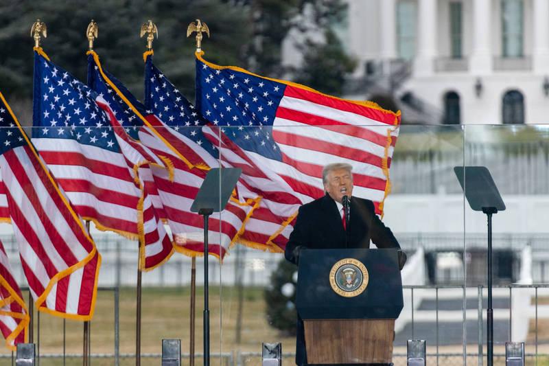 面對彈劾聲浪,白宮副新聞秘書迪爾在回應俄國媒體《塔斯社》時指出,彈劾川普只會進一步撕裂美國,現在應該是要團結的時候,圖為川普。(彭博)