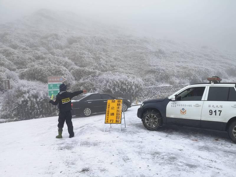 警政署保七總隊整理轄區各國家公園山區交通天候狀況,提醒欲上山賞雪的民眾要特別注意。(保七總隊提供)