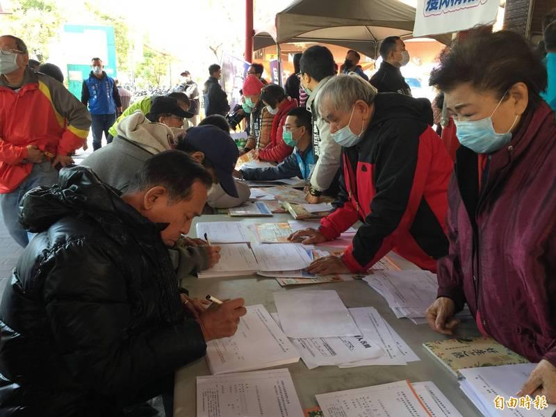 國民黨發起反萊豬第二階段連署號召民眾站出來顧健康。(記者蘇孟娟攝)