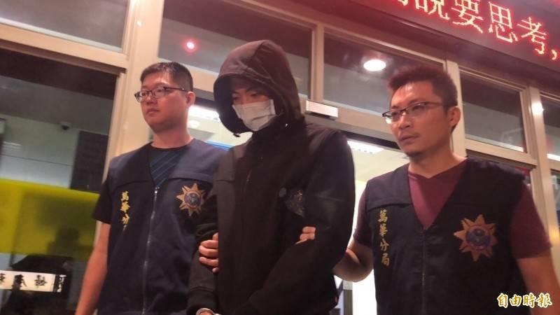 在押的朱寶寅(中)依涉犯殺人罪被訴,明將移審台北地院。(資料照)
