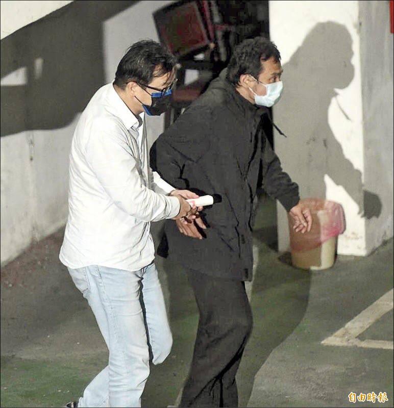 擔任勞動基金操盤手的勞動部勞動基金運用局國內投資組前組長游迺文(白衣),已被羈押禁見。(資料照)