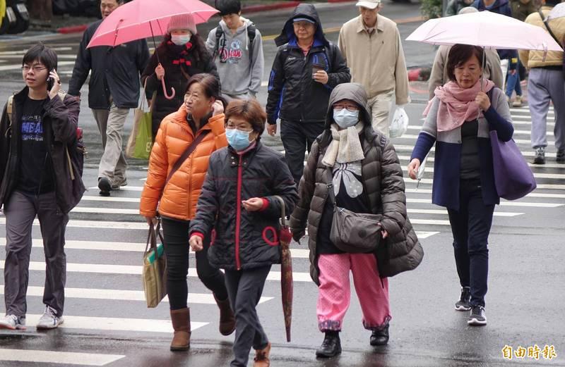 北台今晨再轉濕冷,清晨低溫下探10度,各地將越晚越冷,週二估將轉乾但會更冷,北部空曠地區可能下探6度。(資料照)
